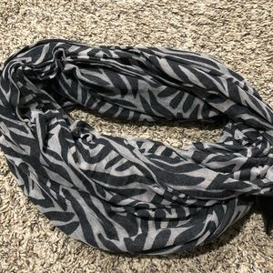 GENTLY WORN H&M printed infinity scarf